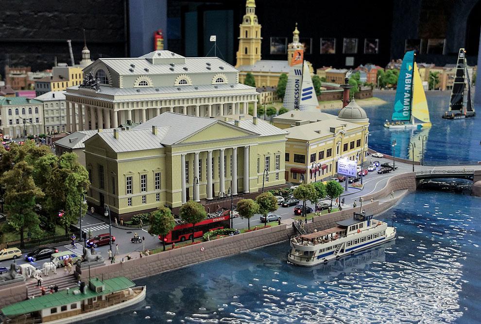 Питер представлен широко: здесь стрелка Васильевского острова, часть Петропавловской крепости, Дворцовый мост