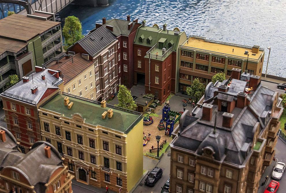 Вот небольшой квартал домов у Большеохтинского моста. А рядом есть здание самого «Гранд Макета»