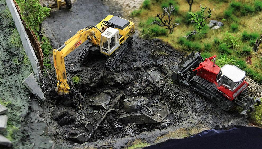 А где-то в болотах северо-западного региона поисковики раскопали немецкий тягач и американский танк