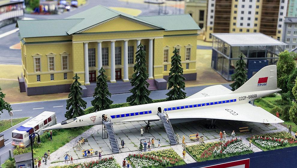 Из Москвы переместимся в крупный приволжский город. Здесь можно увидеть первый экземпляр Ту-144, давно уже не существующий в реальности