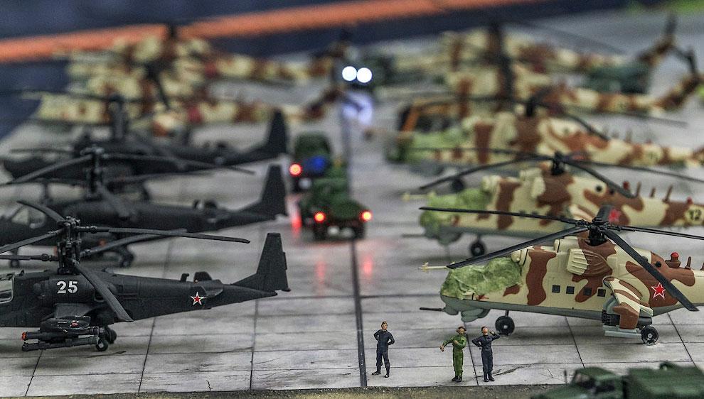 По соседству расположились боевые вертолёты