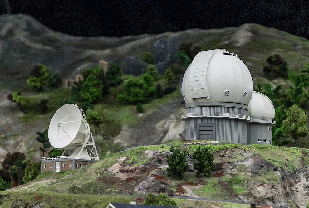 А недалеко от вершины - обсерватория