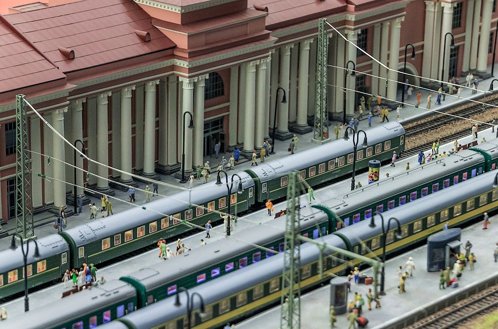 Пассажиры покидают вагоны. Станция Екатеринбург
