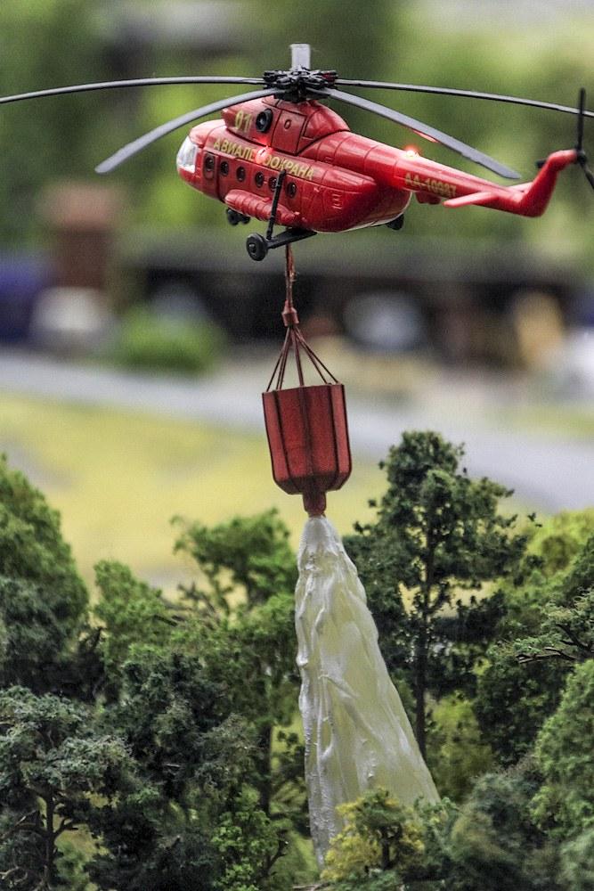 Где-то в тайге вертолёт тужит пожар