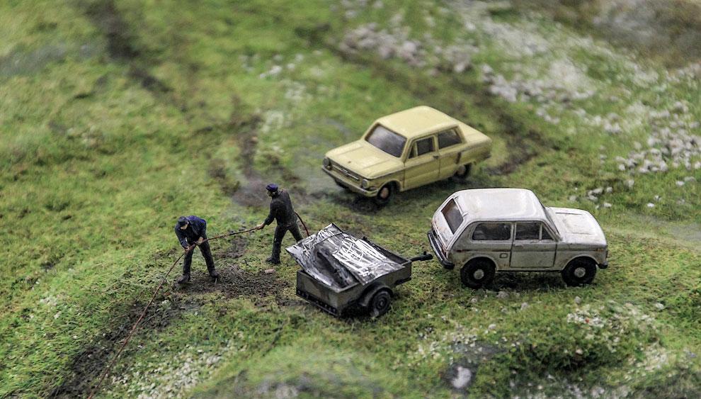 На отечественных машинах жители ездят воровать металл