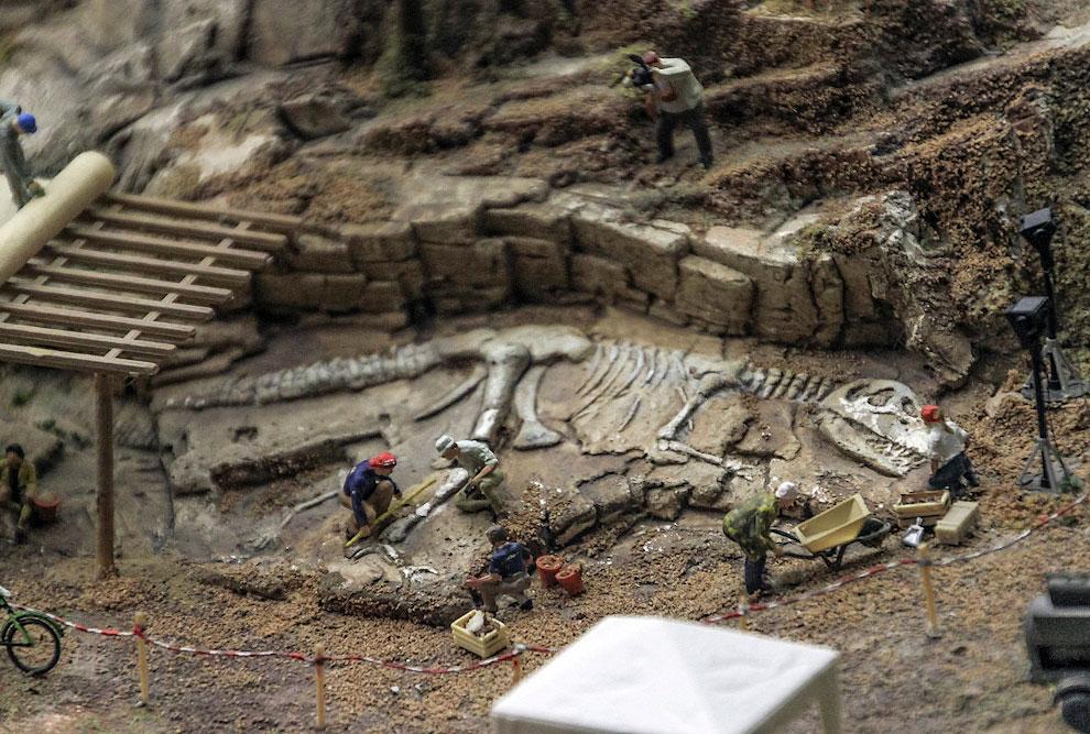 На Алтае, где-то на границе с Монголией археологи раскопали скелет доисторического ящера