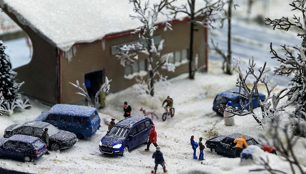 Небольшие домики городка засыпаны снегом