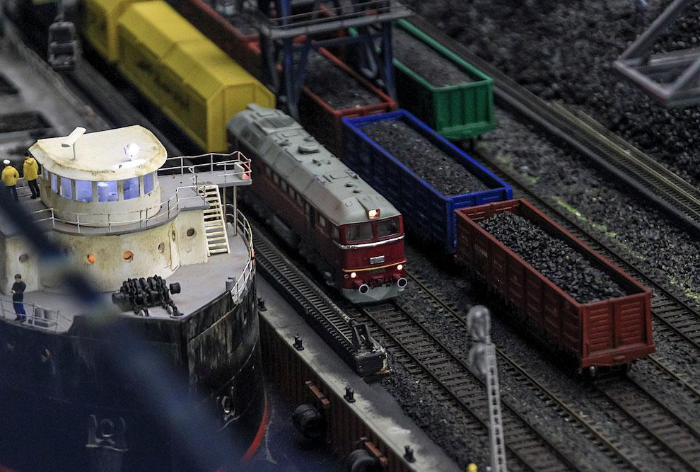 А тем временем уголь из Кузбасса прибыл на погрузку в порт