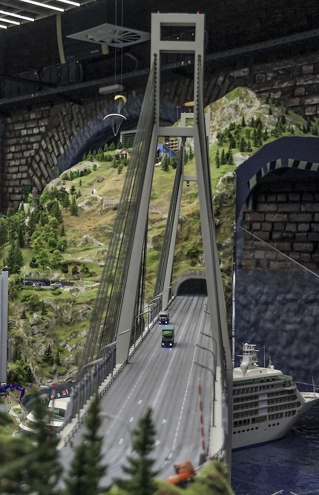 Огромный вантовый мост подскажет нам, что мы добрались до Владивостока