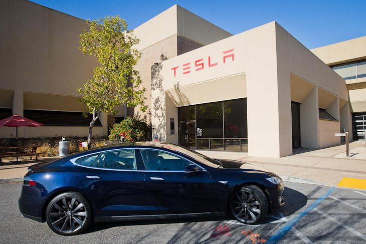 Tesla Model S — главное событие автомобильного 2013 года