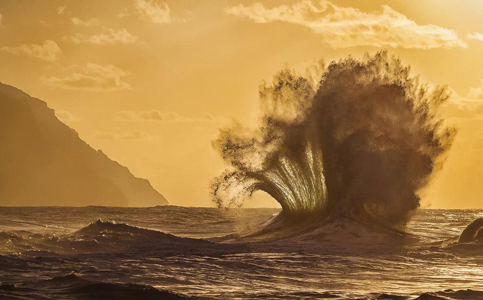 Большие волны на Кауаи