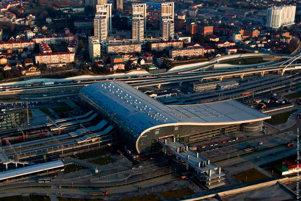 А вот и сам железнодорожный вокзал в Адлере
