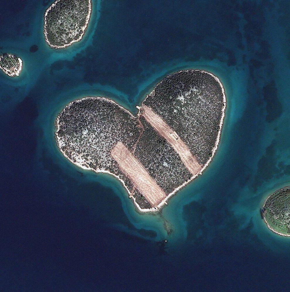 Остров Galesnjak в виде сердца в Хорватии