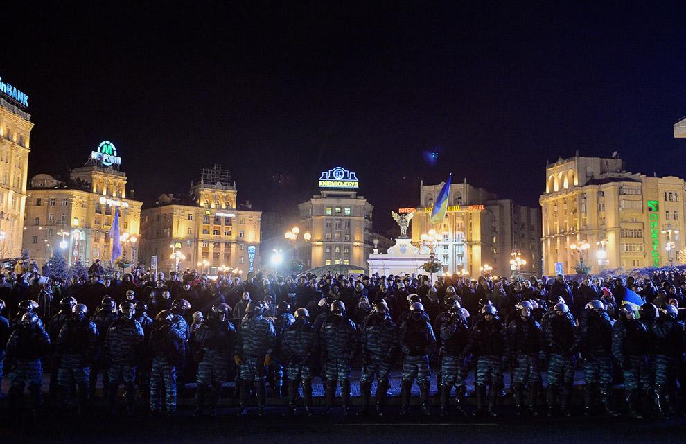 Омоновцы и протестующие в центре Киева