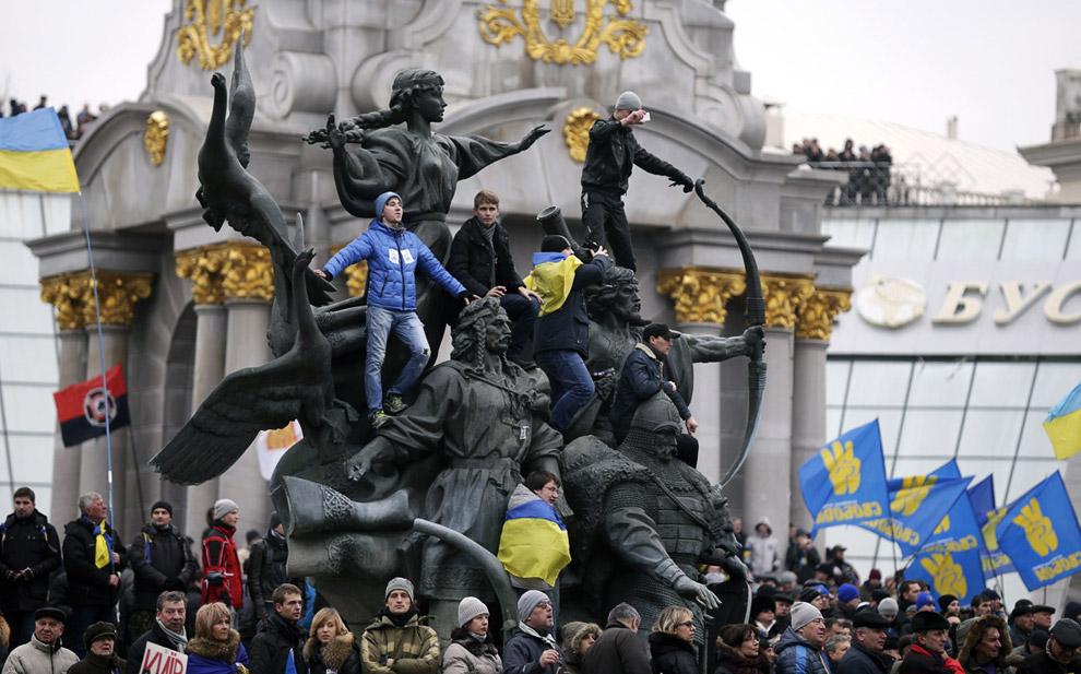 Сторонники евроинтеграции на Майдане Незалежности в центре Киева