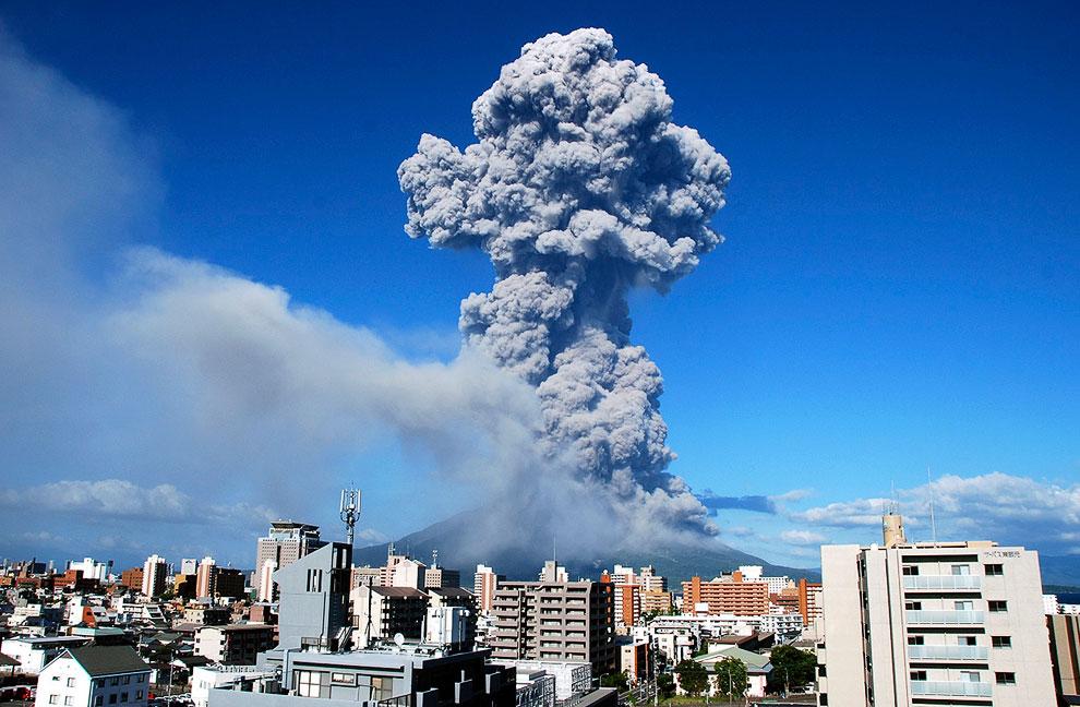 Сакурадзима — это действующий стратовулкан высотой 1 117 метров, расположенный на одноименном острове японской префектуре Кагосима