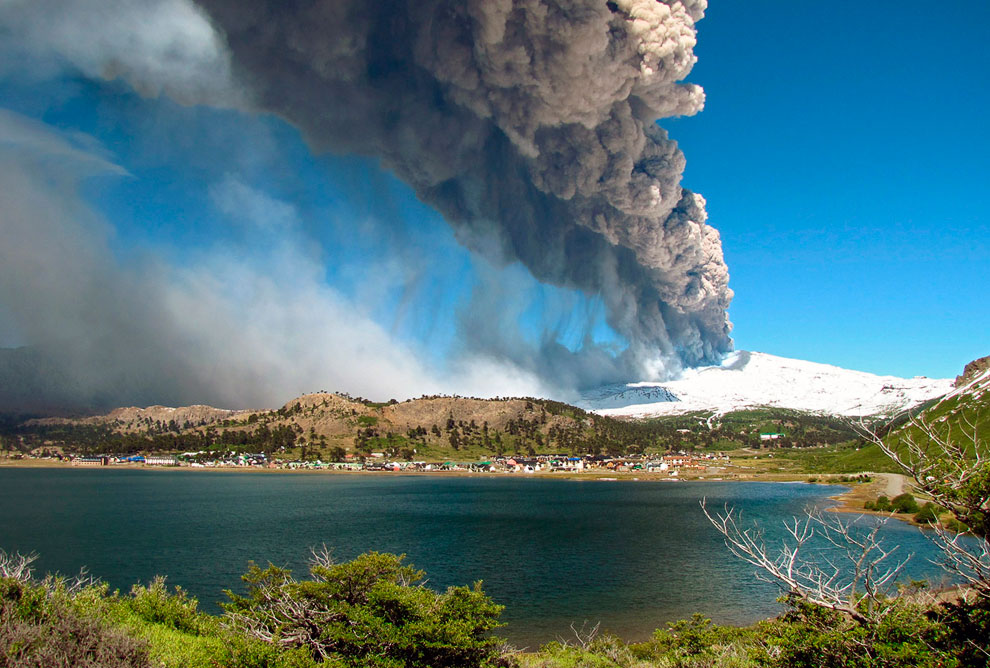 Извержение вулкана Copahue на границе Аргентины и Чили