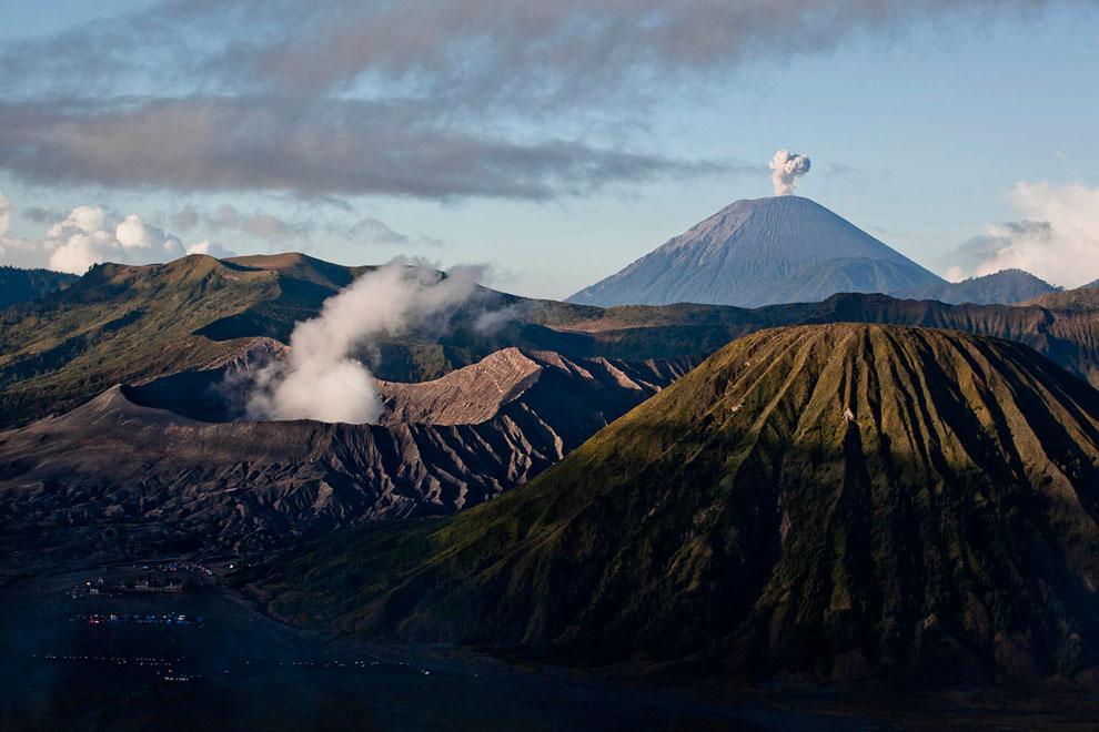 Извержение вулкана Бромо в Индонезии