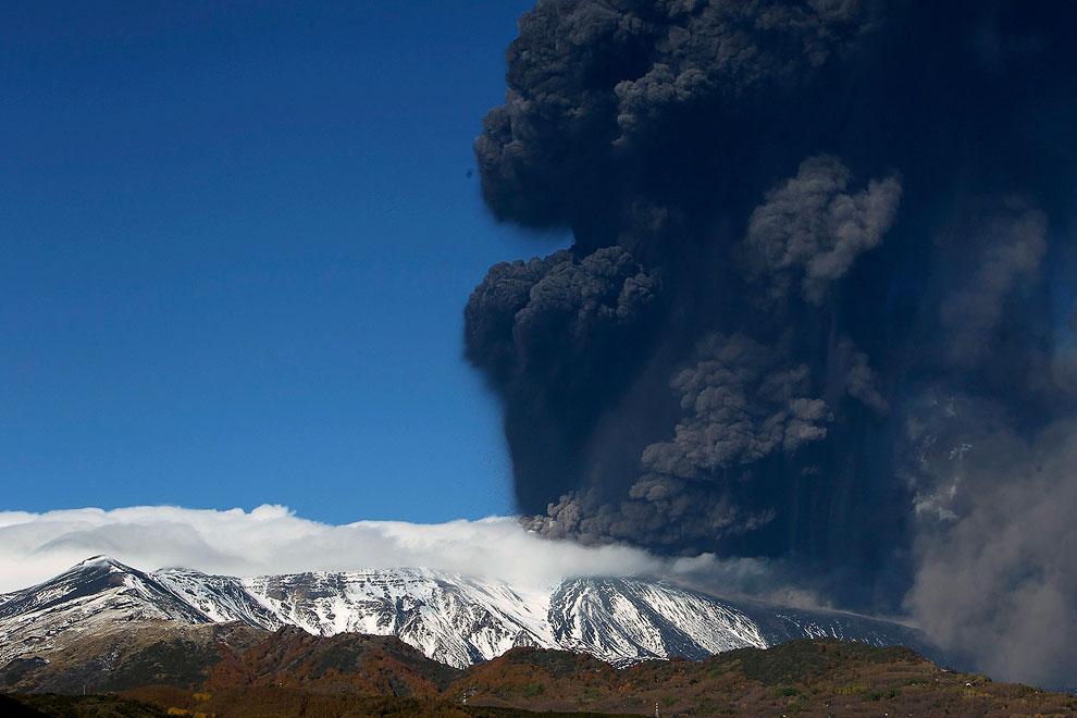 Извержение вулкана Энта — самого высокого действующего вулкана Европы