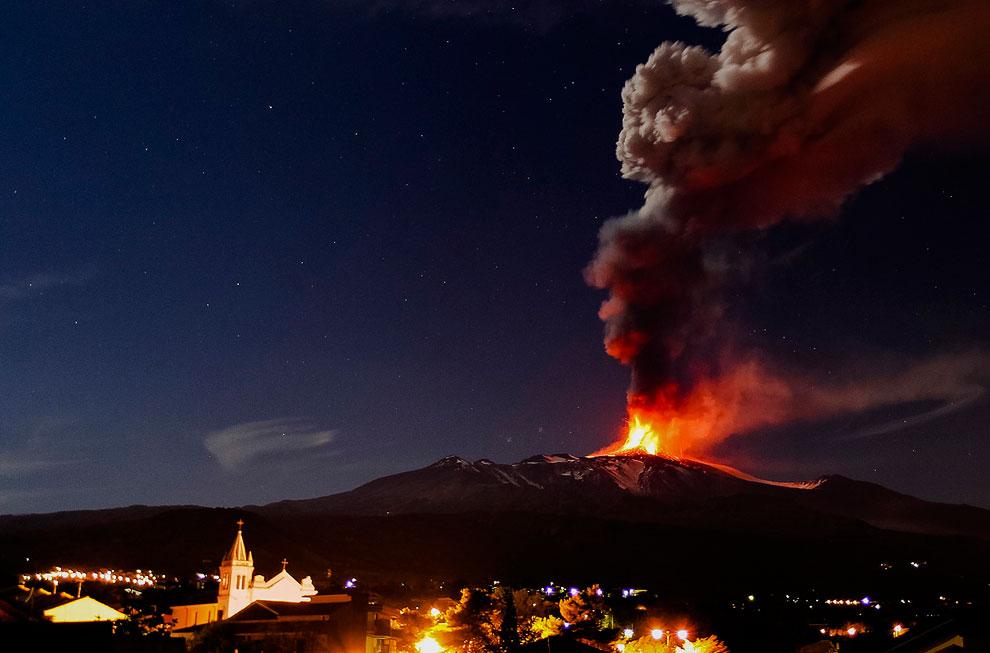 Еще одна фотография извержения вулкана Этна