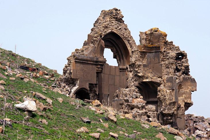 Руины мавзолея, построенного приблизительно в 1050 году нашей эры