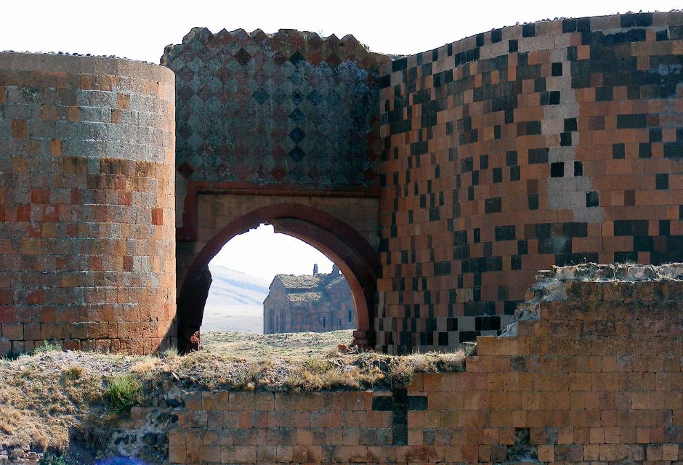Средневековые стены Ани