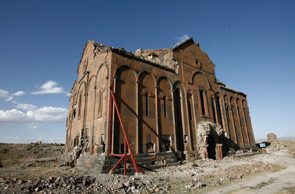 Собор и попытки его спасти от дальнейшего разрушения