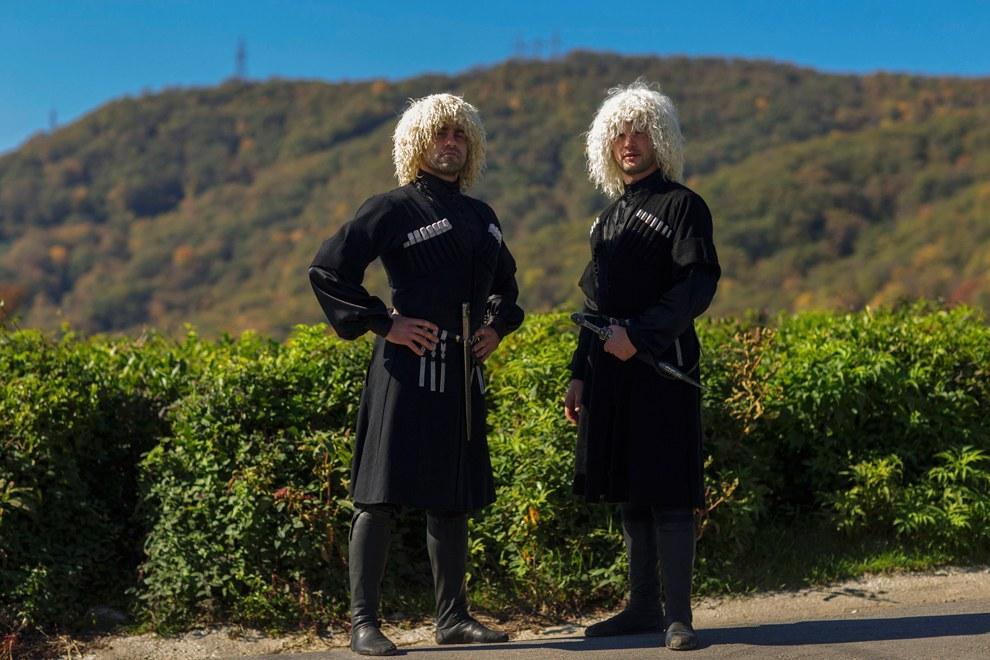 Черкесские мужчины в традиционных одеждах