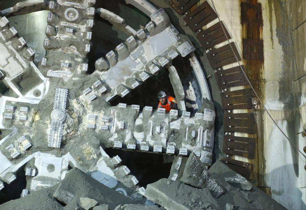 Это прохо́дческий щит, применяемый при строительстве тоннелей