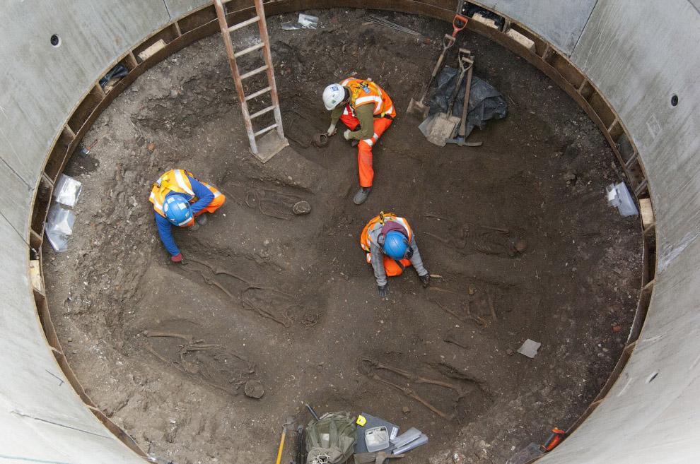 В этом месте найдено захоронение умерших от Черной Смерти — чумы