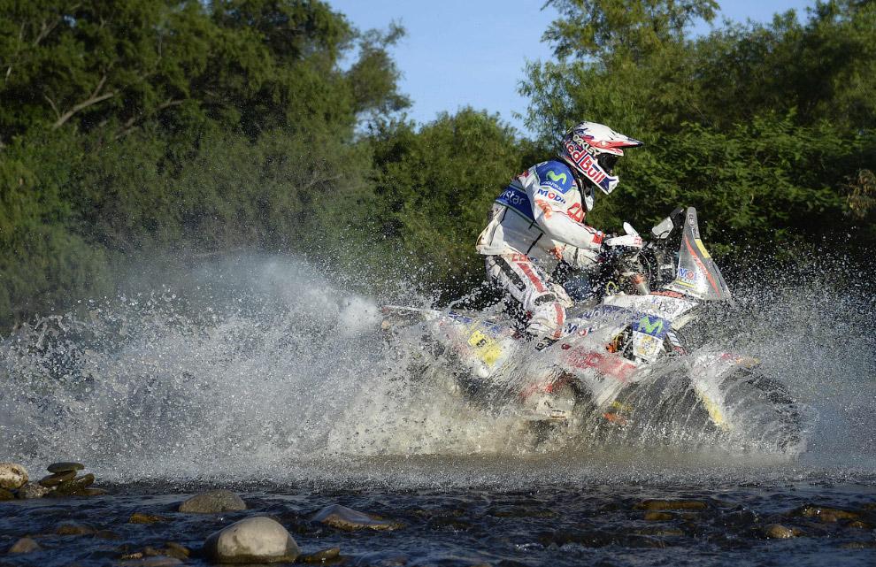Чилийский гонщик Франциско Лопес на 6 этапе ралли Дакар