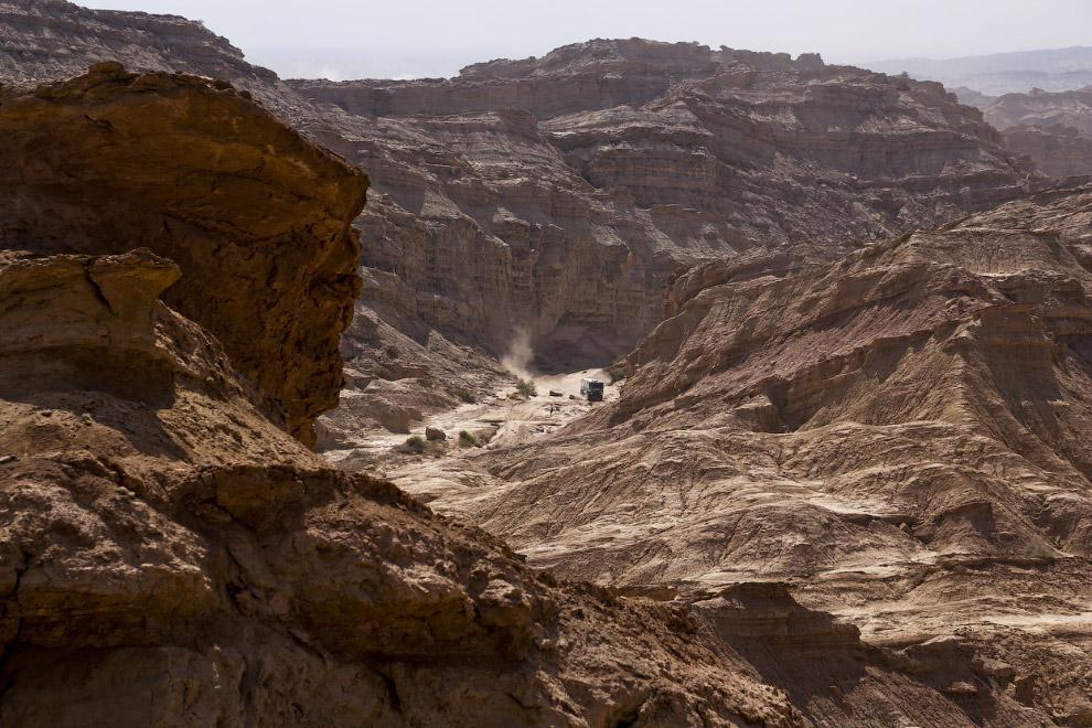 Ралли Дакар проходит не только в пустыне, но и в глубоких каньонах