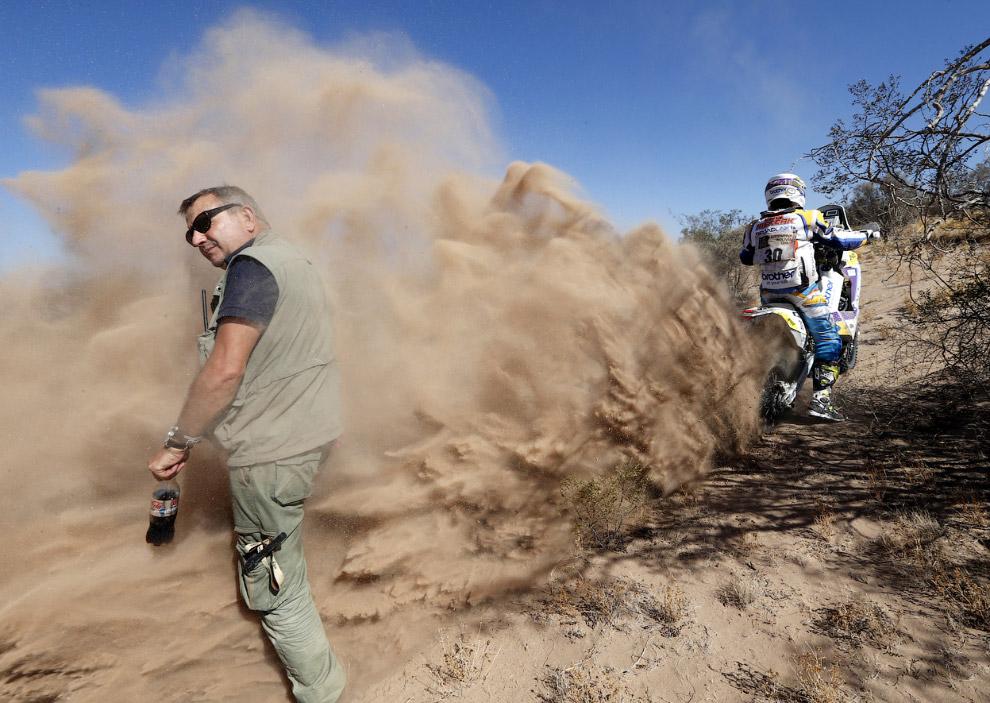 Соревнования в ралли Дакар проходят в трех группах: мотоциклы (включая квадроциклы), автомобили и грузовики