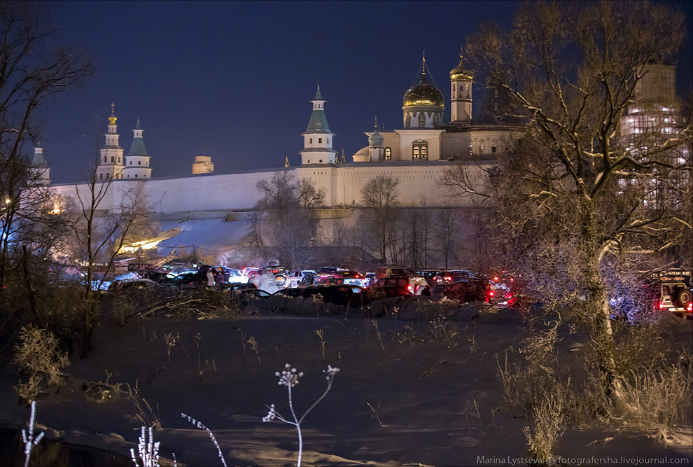 Крещенская ночь возле Новоиерусалимского монастыря под Истрой