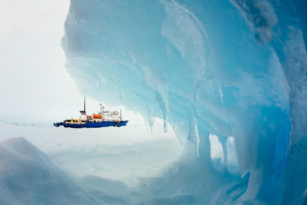 Международная спасательная операция в Антарктиде продолжается