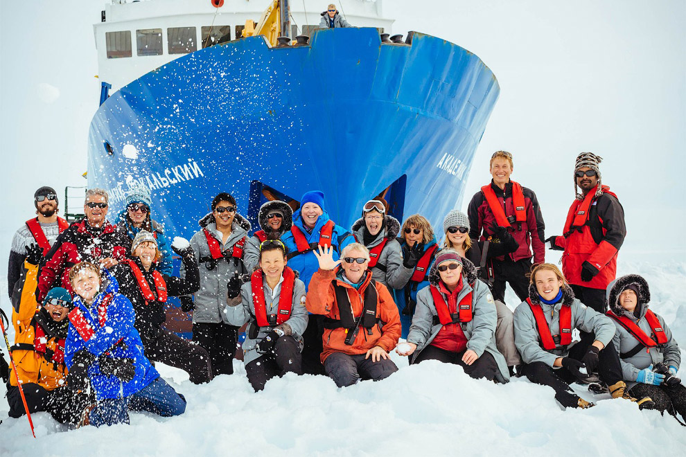 Пассажиры тоже не унывали. Когда еще встретишь Новый год в Антарктиде?