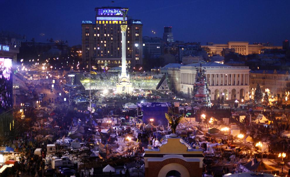 Палатки мирных протестующих на площади Независимости в центре Киева