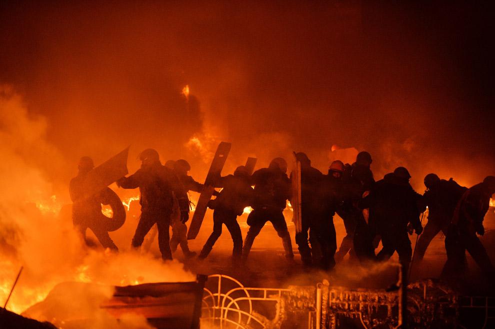 Столкновения радикальных протестующих с полицией в Киеве