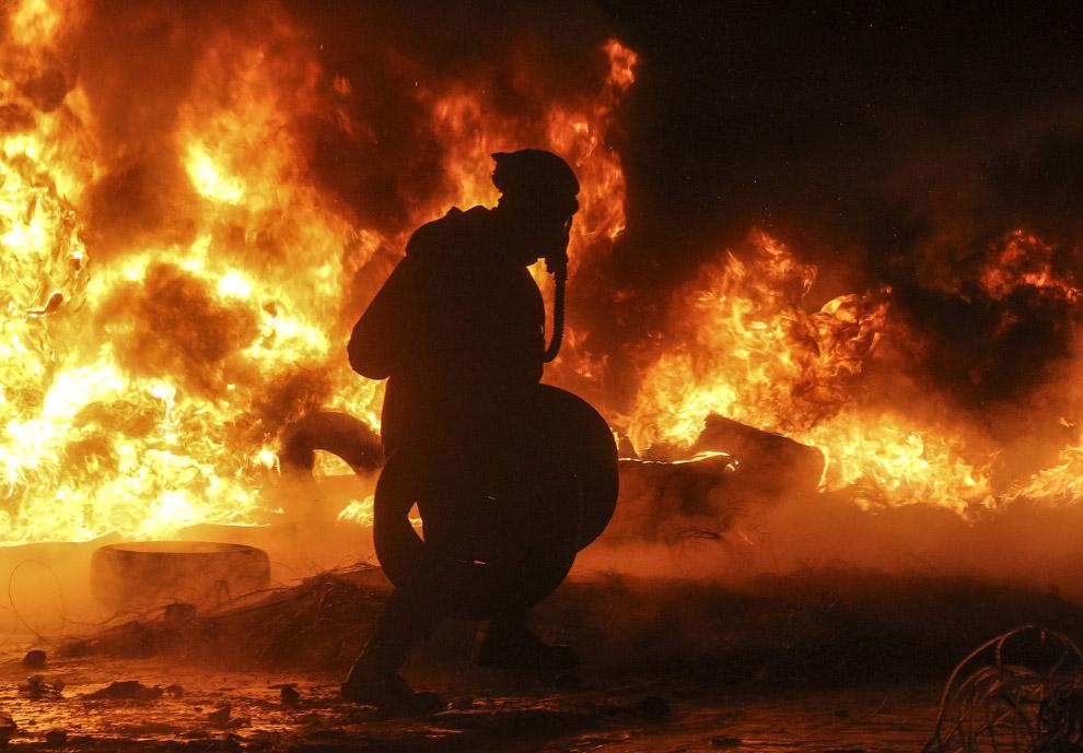 Радикал подносит «топливо» для пожара — автомобильные шины