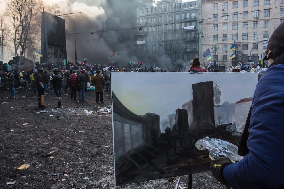 Художник рисует картину столкновений в центре Киева