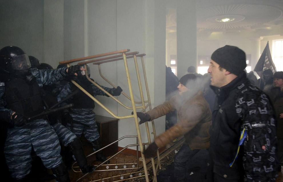 Штурм областной администрации в Виннице (около 200 км к юго-западу от Киева)
