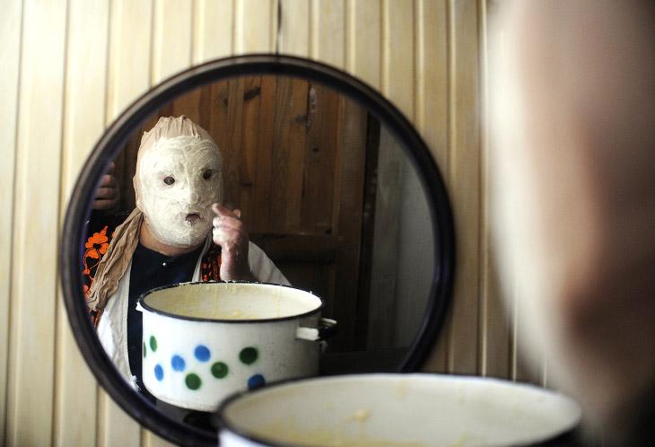 Необычный маскарад требует изготовления необычных масок