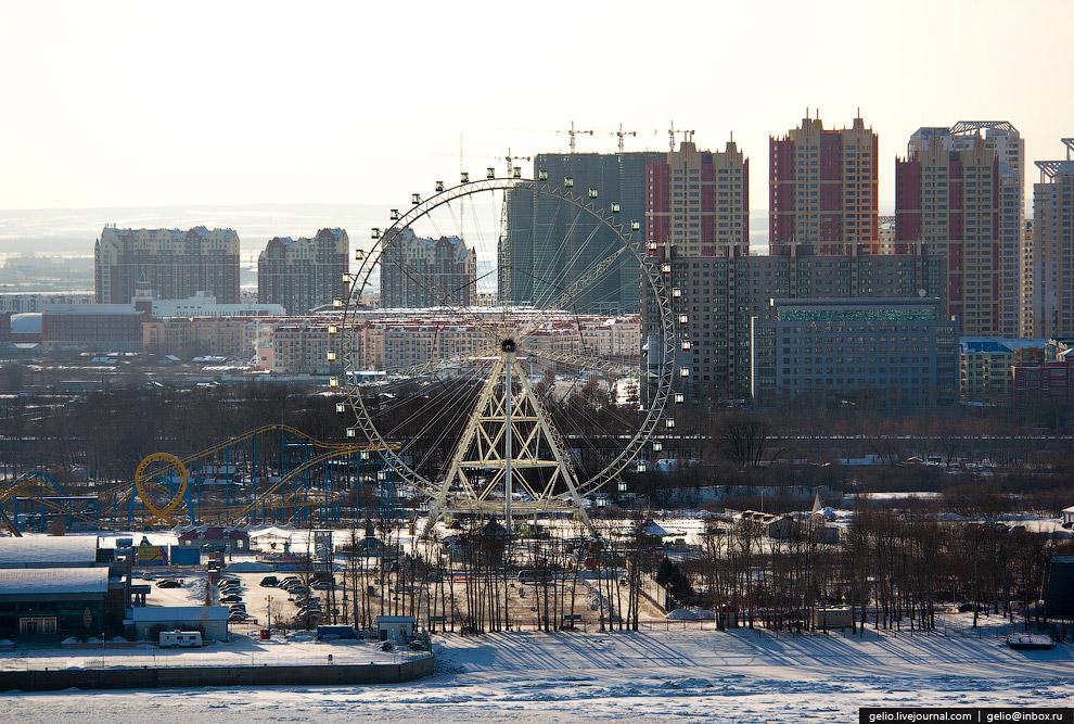 Колесо обозрения высотой 82 метра, в составе нового парка развлечений