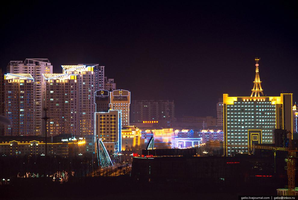 Отсюда начинается трансманчжурская трасса Годао 202, которая связывает Хэйхэ и Люйшунькоу через весь Северный Китай.