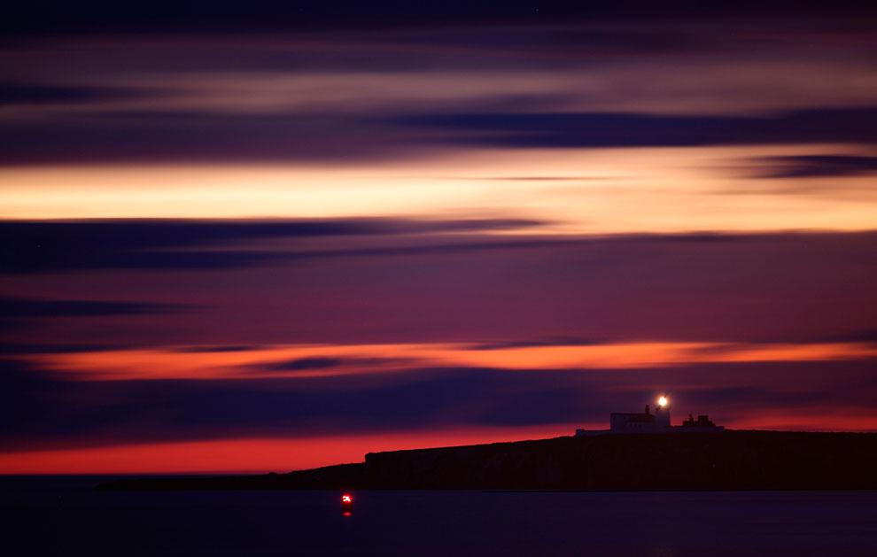 А тем временем на островах Фарн наступила ночь