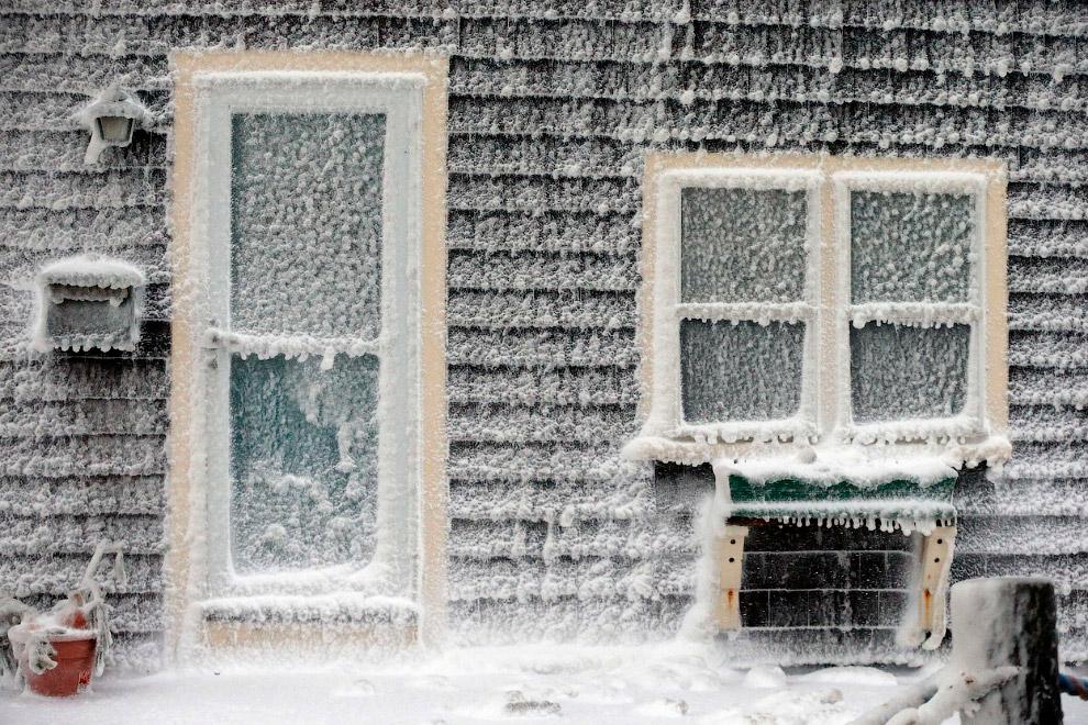 Обледенелый дом в штате Массачусетс