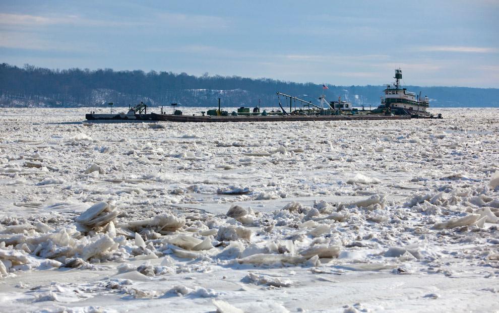 Замерзшая река Гудзон в Кингстоне