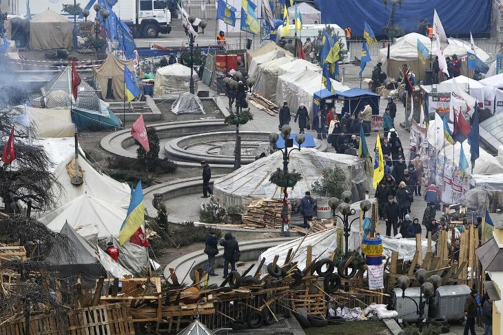 Палатки протестующих на площади Независимости в Киеве, где состоялся очередной митинг 17 января 2014