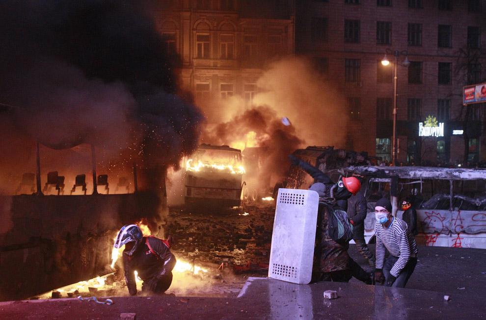 Лидеры оппозиции осудили действия своих радикальных союзников, которые устроили бои на улицах города