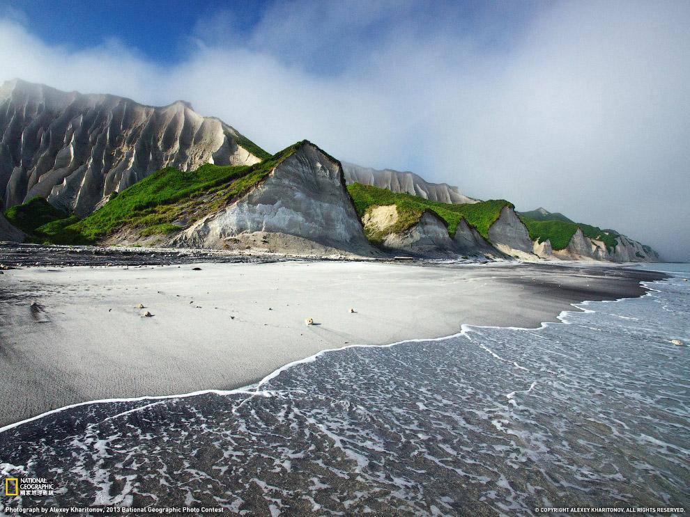 Белые скалы острова Итуруп